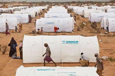 Más de 42 millones de personas de todo el mundo han sido desplazadas por la fuerza de sus hogares y comunidades. En la fotografía, un campo de refugiados en Somalía, en 2011.