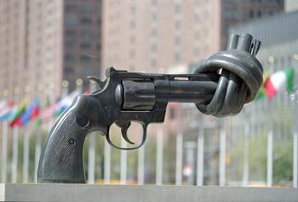 """""""La no violencia no es inerte ni pasiva. Se necesita valor para hacer frente a quienes usan la violencia para imponer su voluntad o sus creencias"""", señala Ban Ki-moon, Secretario General de la ONU, en su mensaje."""
