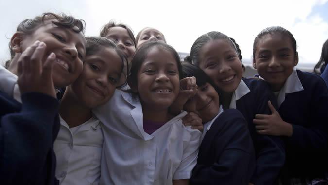 foto de niñas de una escuela pública de Guatemala.