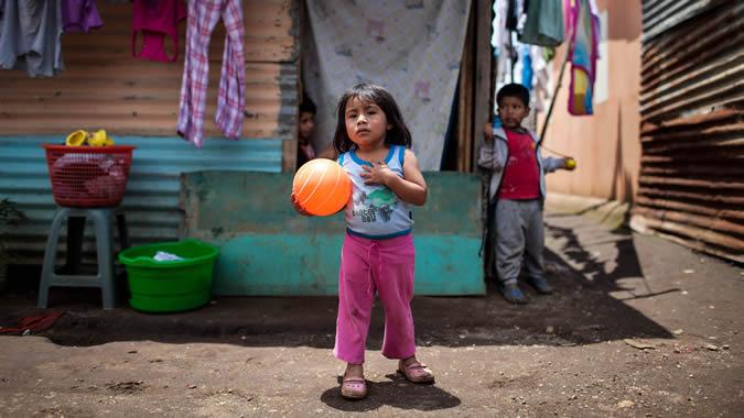 foto de niños en la pobreza