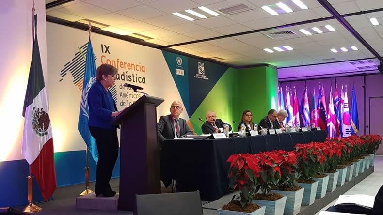 Alicia Bárcena, Secretaria Ejecutiva de la CEPAL (parada a la izquierda), encabezó la inauguración del seminario en el marco de la Novena Reunión de la Conferencia Estadística de las Américas (CEA).