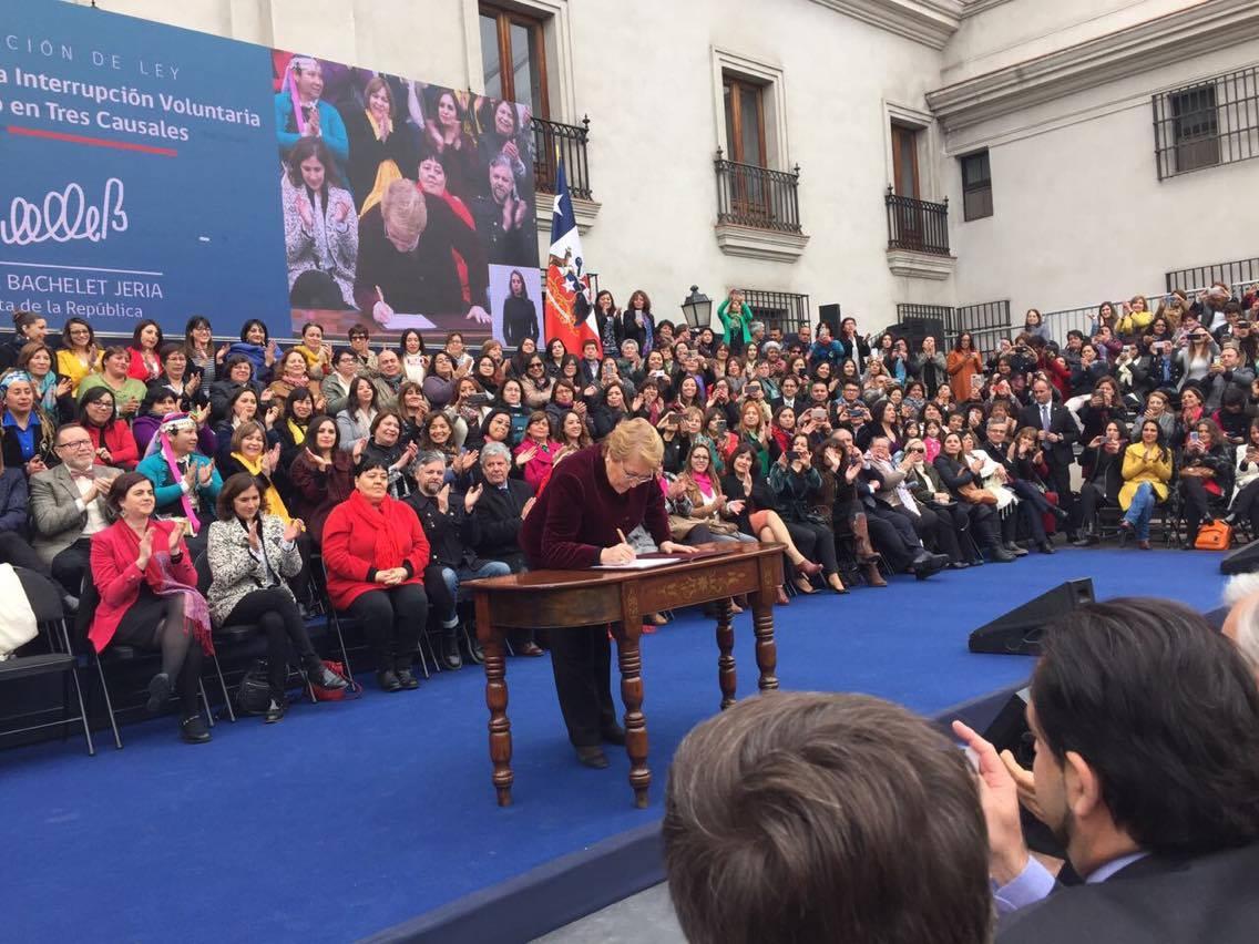 Chile aprueba la despenalización de la interrupción voluntaria del embarazo en tres causales, avanzando en el fortalecimiento de la autonomía física de las mujeres