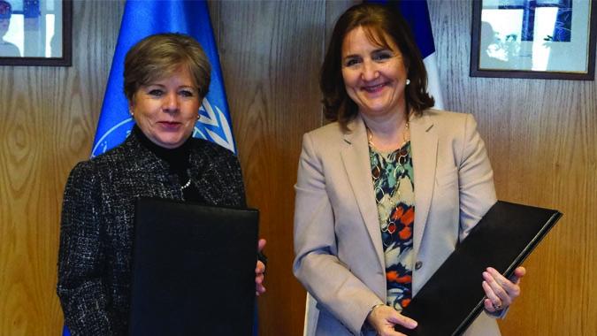 La Secretaria Ejecutiva de la CEPAL, Alicia Bárcena, y la Embajadora de Francia en Chile, Caroline Dumas.