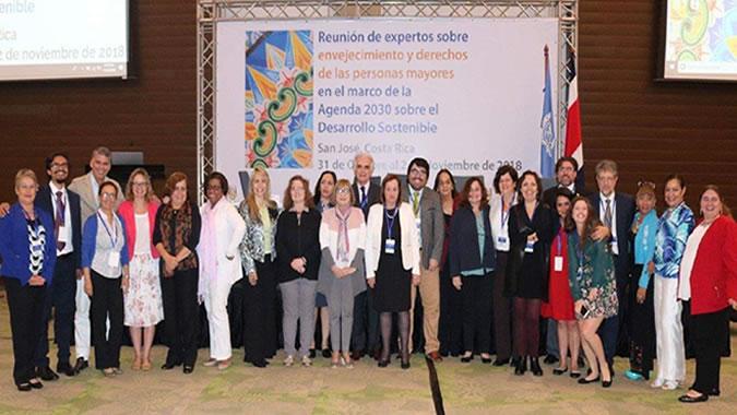 Fotografía de los participantes en la reunión.