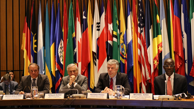 De izquierda a derecha, el Representante regional para América del Sur del ACNUDH, Amerigo Incalcaterra; el Ministro de Relaciones Exteriores de Chile, Heraldo Muñoz; el Secretario Ejecutivo Adjunto de la CEPAL, Antonio Prado, y el Presidente del Grupo de Trabajo de las Naciones Unidas sobre Empresas y Derechos Humanos, Michael Addo.