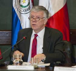Antonio Prado, Secretario Ejecutivo Adjunto de la CEPAL, durante su presentación en Montevideo.