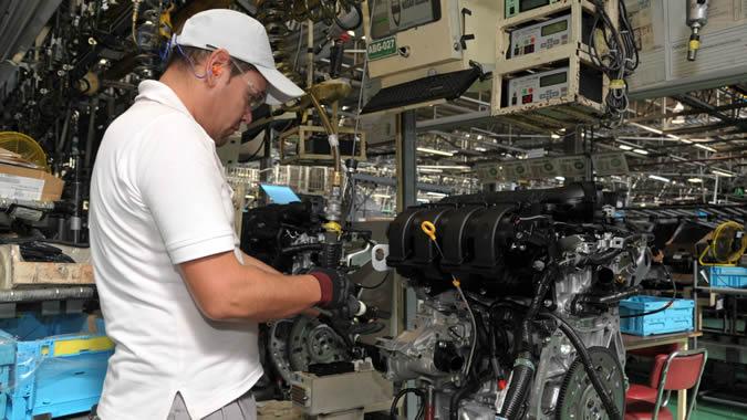 Fotografía de un trabajador en una fábrica