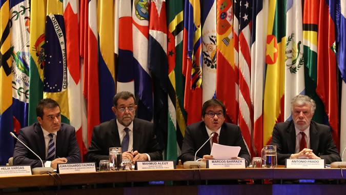 El Secretario Ejecutivo Adjunto de la CEPAL, Antonio Prado, junto al Ministro de Desarrollo Social de Chile, Marcos Barraza y los Subsecretarios del Interior y de Servicios Sociales.
