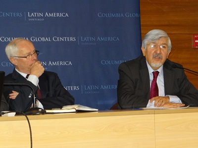 Osvaldo Rosales, Director de la División de Comercio Internacional e Integración de la CEPAL, durante su presentación en el seminario. A la izquierda Manfred Wilhelmy, Director de la Fundación Chilena del Pacífico.