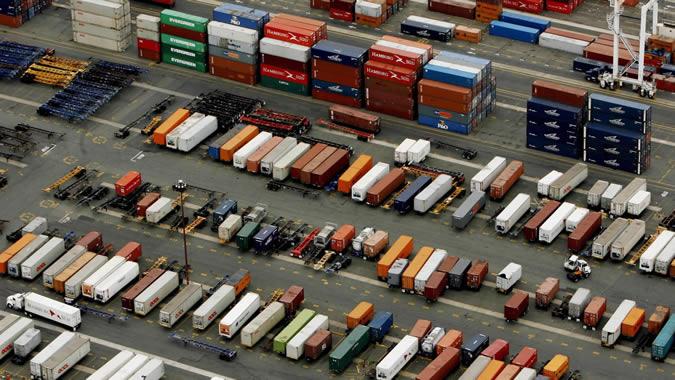 Foto de contenedores en un puerto