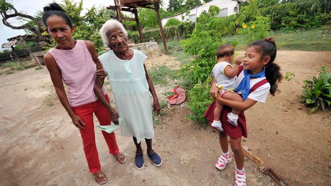 Foto de integrantes femeninas de una familia.