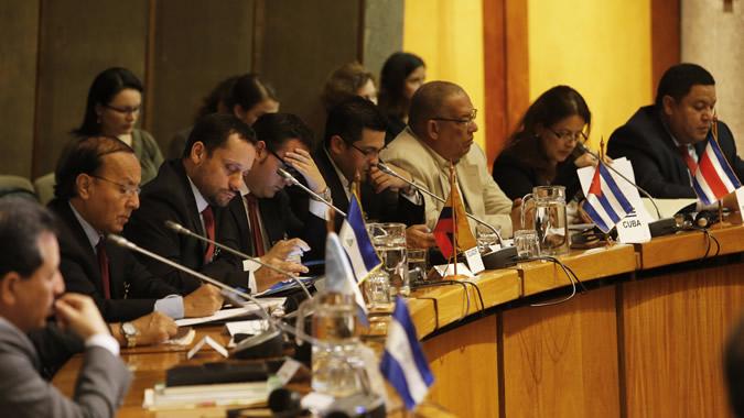 Delegados reunión gobernanza recursos naturales