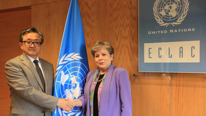 LIU Zhenmin, Vicesecretario General de las Naciones Unidas para Asuntos Económicos y Sociales, junto a Alicia Bárcena, Secretaria Ejecutiva de la CEPAL