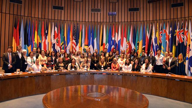 Imagen de los asistentes a la tercera reunión de la Mesa Directiva, en la clausura.
