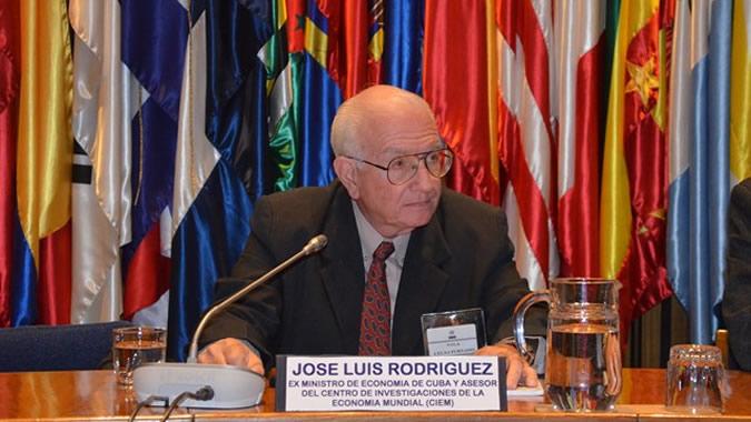 El ex Ministro de Cuba José Luis Rodríguez, durante su presentación en la CEPAL.