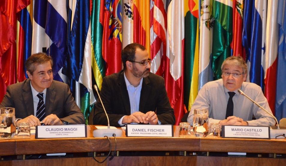 Claudio Maggi, gerente de desarrollo competitivo de CORFO, Daniel Fischer, asesor del programa CEPAL-BMZ/giz y Mario Castillo, jefe de la Unidad de innovación y nuevas tecnologías de la CEPAL