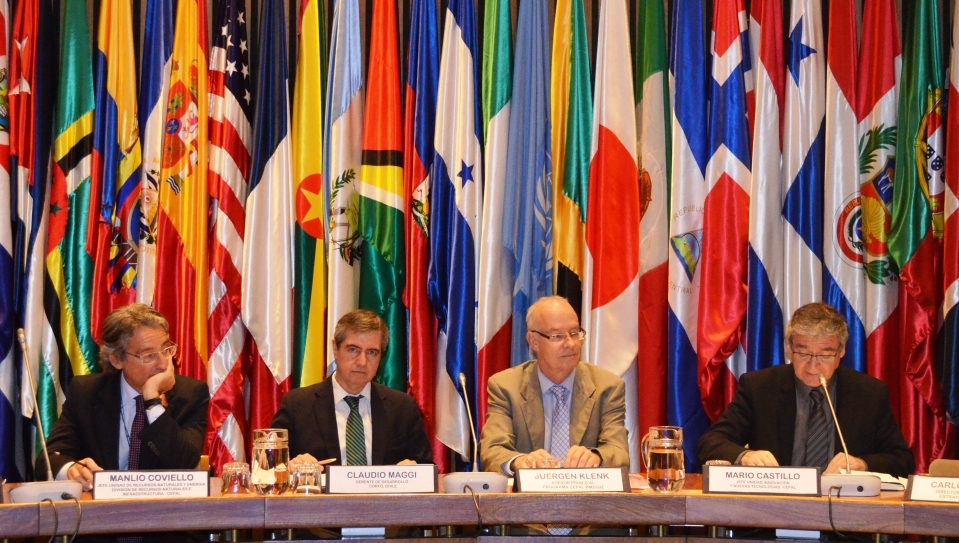 Manlio Coviello, chief of the Unit of natural resources and energy of ECLAC, Claudio Maggi, Director of competitive development of CORFO, Juergen Klenk, senior advisor of the ECLAC-BMZ/giz programme and Mario Castillo, chief of the Unit for innovation and new technologies of ECLAC
