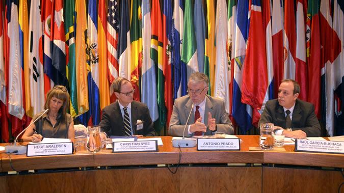 Reunión en la CEPAL con embajadores de Noruega.