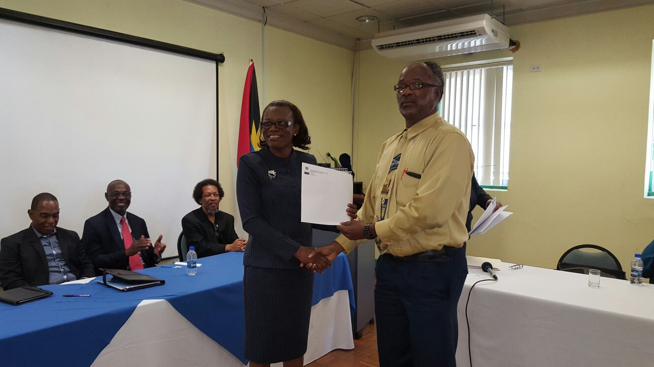 Mrs. Rosa Geenaway, Permanent Secretary of Health, Antigua and Barbuda, handing out the training certificates to participants.