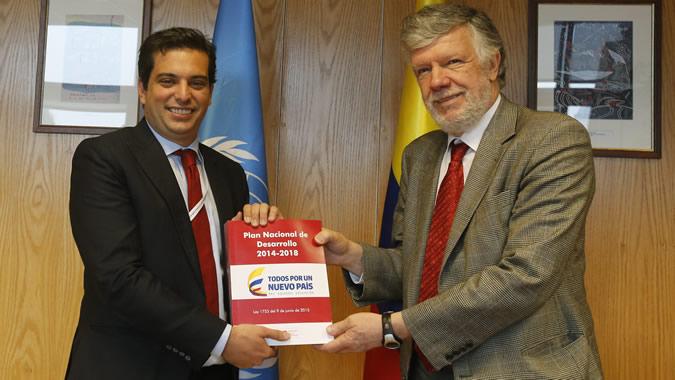 foto de Simón Gaviria, Director de Planeación de Colombia, y Antonio Prado, Secretario Ejecutivo Adjunto de la CEPAL.