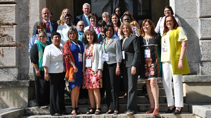 foto grupal de los participantes en la reunión