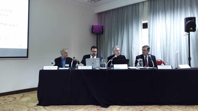 Panel de inauguración del evento.