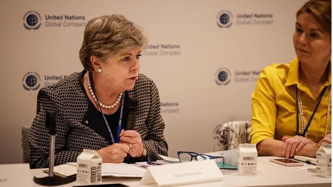 Alicia Bárcena, Secretaria Ejecutiva de la CEPAL (a la izquierda), durante el evento organizado por el Pacto Mundial de las Naciones Unidas.