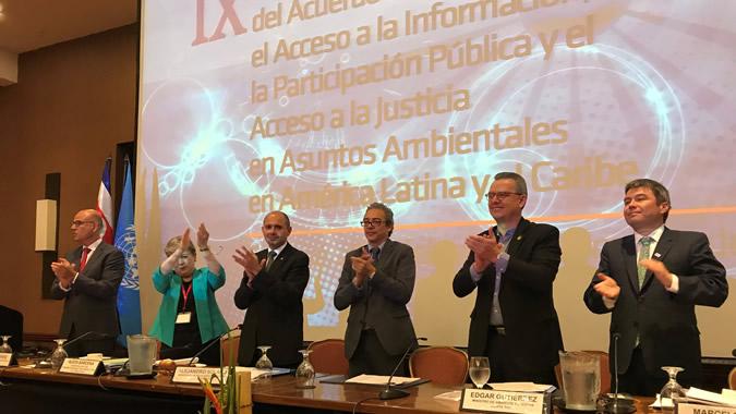 Fotografía do adoção do Acordo de Escazú