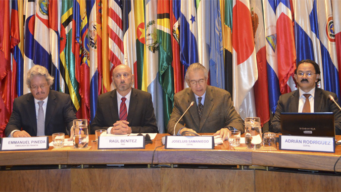Joseluis Samaniego, Director de la División de Desarrollo Sostenible y Asentamientos Humanos de la CEPAL, junto a Adrián Rodríguez, jefe de la Unidad de Desarrollo Agrícola del organismo de Naciones Unidas, Raúl Benítez, representante regional de la FAO y Emmanuel Pineda, de la Embajada de Francia en Chile.
