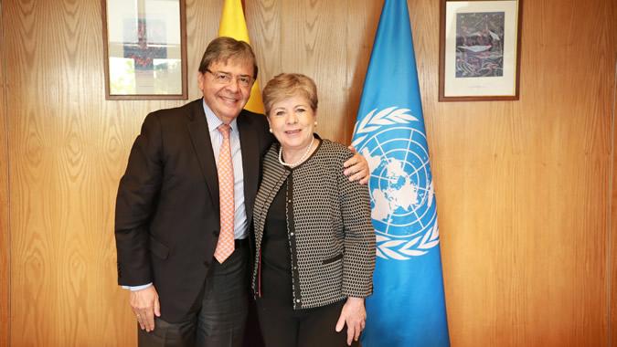 Carlos Holmes Trujillo, Canciller de Colombia, junto a la Secretaria Ejecutiva de la CEPAL, Alicia Bárcena.