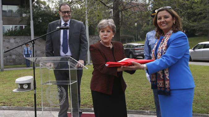 Alicia Bárcena, Secretaria Ejecutiva de la CEPAL, y Naciye Gökçen Kaya, Embajadora de la República de Turquía en Chile, durante la ceremonia.