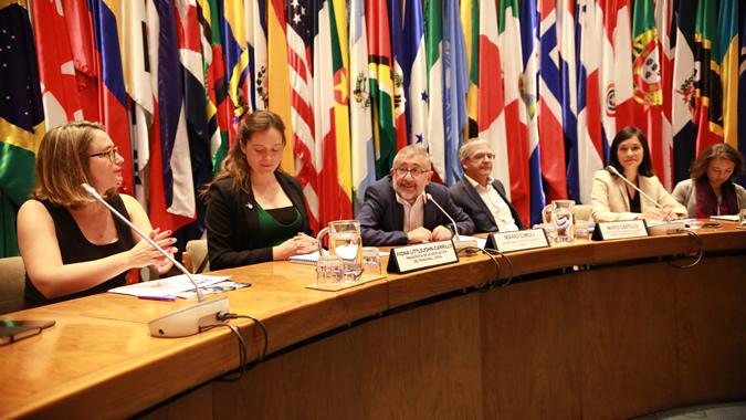 El conversatorio tuvo lugar en la sede de la CEPAL en Santiago, Chile.