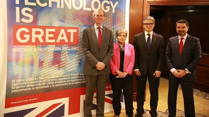 From left to right: Jamie Bowden, the Ambassador of the United Kingdom in Chile; Alicia Bárcena, ECLAC Executive Secretary; Mario Marcel, President of the Central Bank of Chile; and Ravi Vig, from the University of Cambridge