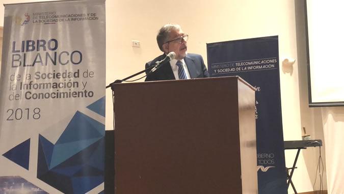 foto de Mario Cimoli, Secretario Ejecutivo Adjunto a.i. de la CEPAL, durante el lanzamiento del Libro Blanco.