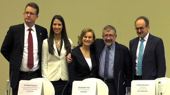 foto grupal de los participantes en la inauguración de la reunión