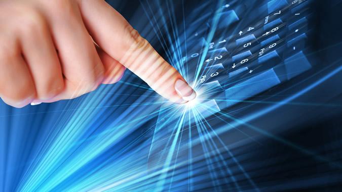 Imagen de un dedo pulsando teclas de computador