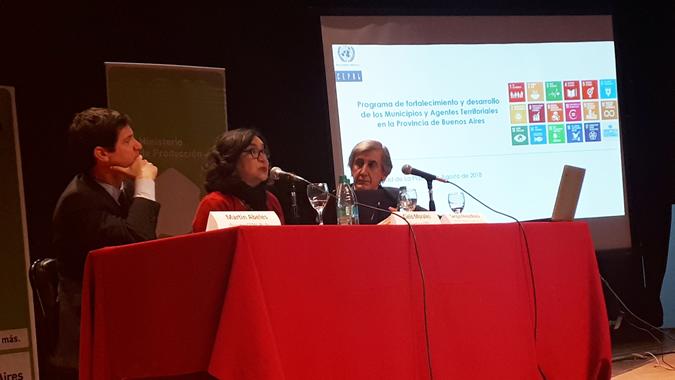 De izquierda a derecha: Martín Abeles, Director de la Oficina en Buenos Aires, Cielo Morales, Directora del ILPES y Sergio Pérez Rossi, Director de Vinculación y Transferencia de la Provincia de Buenos Aires.