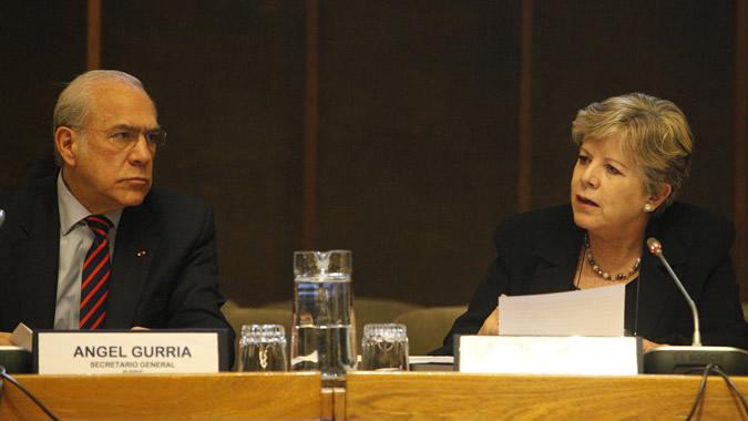 Alicia Bárcena, Secretaria Ejecutiva de la CEPAL, y Angel Gurría, Secretario General de la OCDE.