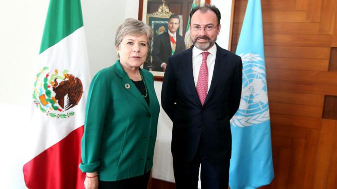 La Secretaria Ejecutiva de la CEPAL, Alicia Bárcena, y el Secretario de Relaciones Exteriores de México, Luis Videgaray, en una reunión celebrada el 27 de febrero de 2017 en Ciudad de México.