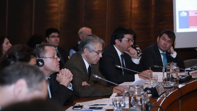 De izquierda a derecha, Simon Upton (OCDE), Joseluis Samaniego (CEPAL), Pablo Badenier (Ministro del Medio Ambiente de Chile) y Marcelo Mena (Subsecretario del Medio Ambiente).