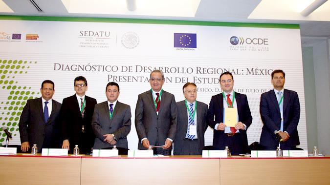 El Director del ILPES, Jorge Máttar (en segundo lugar por la izquierda), durante la Reunión de la Red