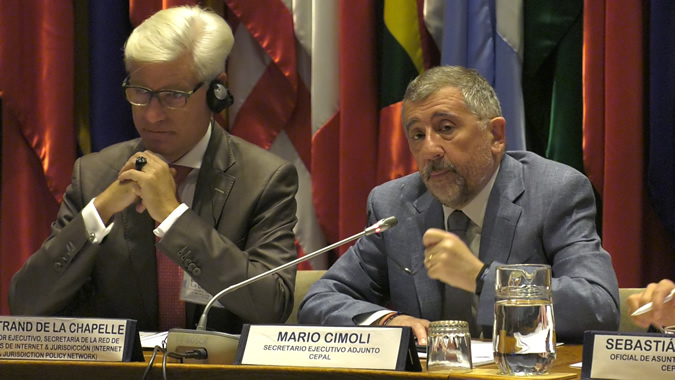 Bertrand de La Chapelle, Executive Director of the Secretariat of the Internet & Jurisdiction Policy Network, and Mario Cimoli, ECLAC's Deputy Executive Secretary, during the opening session of the regional conference on cross-border data flows held in Santiago, Chile.