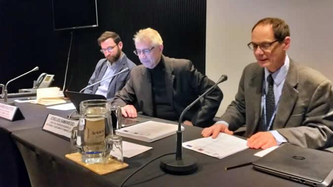 De izquierda a derecha: Eduardo Bustos, Director de Extensión del Centro de Cambio Global de la Universidad Católica de Chile; Joseluis Samaniego, Director de la División de Desarrollo Sostenible y Asentamientos Humanos de la CEPAL; y Gabriel Porcile, Coordinador de la Escuela de verano.