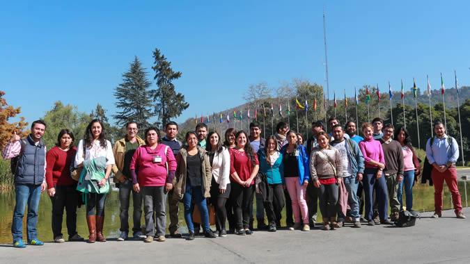 Foto grupal de los jóvenes participantes en el seminario sobre juventud rural y políticas públicas.