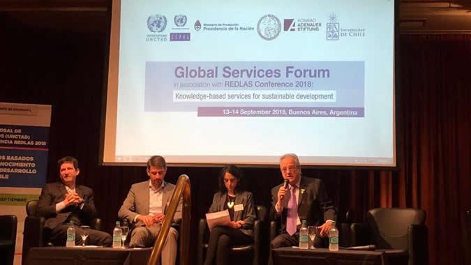 Foto panel de inauguración del Foro Global de Servicios 2018