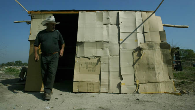 foto de un hombre en situación de pobreza