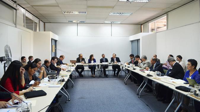 Delegados en reunión infraestructura Semana Gobernanza Recursos Naturales