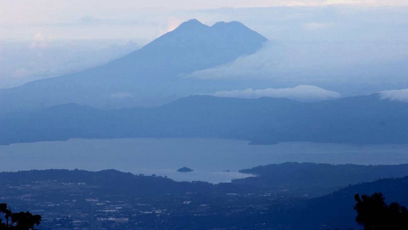 Vista de la montaña y la costa en el Departamento de Libertad Salvador