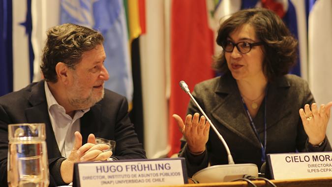 Cielo Morales, Directora del ILPES, y Hugo Frühling, Director del Instituto de Asuntos Públicos (INAP) de la Universidad de Chile.