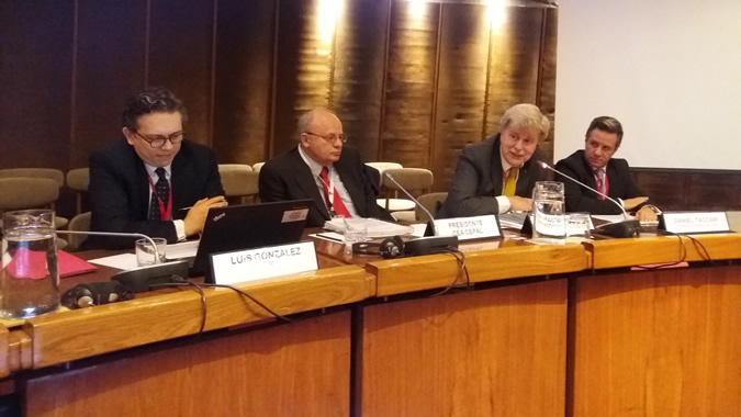 De izquierda a derecha: Luis González, funcionario de la División de Estadísticas de las Naciones Unidas; Mario Palma, Vicepresidente del Instituto Nacional de Estadística y Geografía de México (INEGI); Pascual Gerstenfeld, Director de la División de Estadísticas de la CEPAL, y Daniel Taccari, estade la misma división.